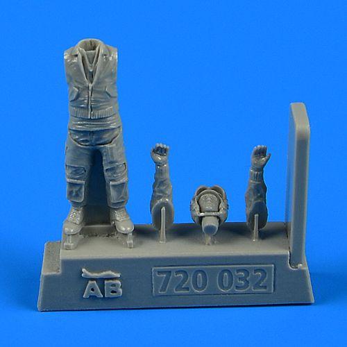 QAB720032